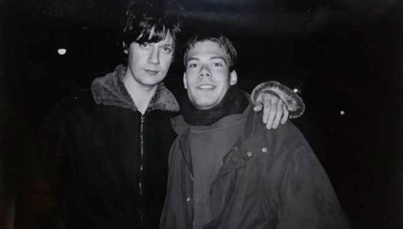 The Stone Roses gitarrist John Squire till vänster och Djurgårdssupportern Martin Kindgren till höger.